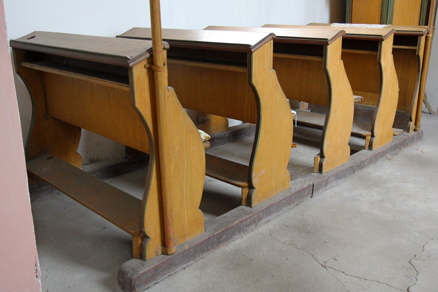 Restaurovali jsme kostelní lavice v kostele sv. Prokopa v Otvovicích - Restaurování kostelní lavice před restaurováním 01