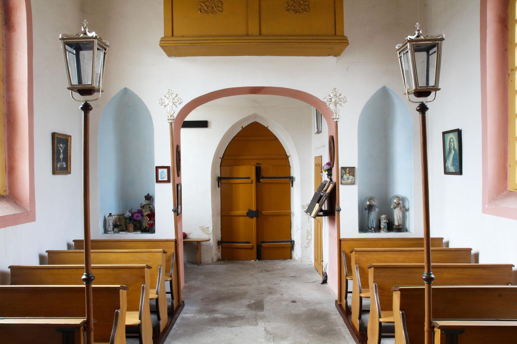 Restaurovali jsme kostelní lavice v kostele sv. Prokopa v Otvovicích - Restaurování kostelní lavice po restaurování 06