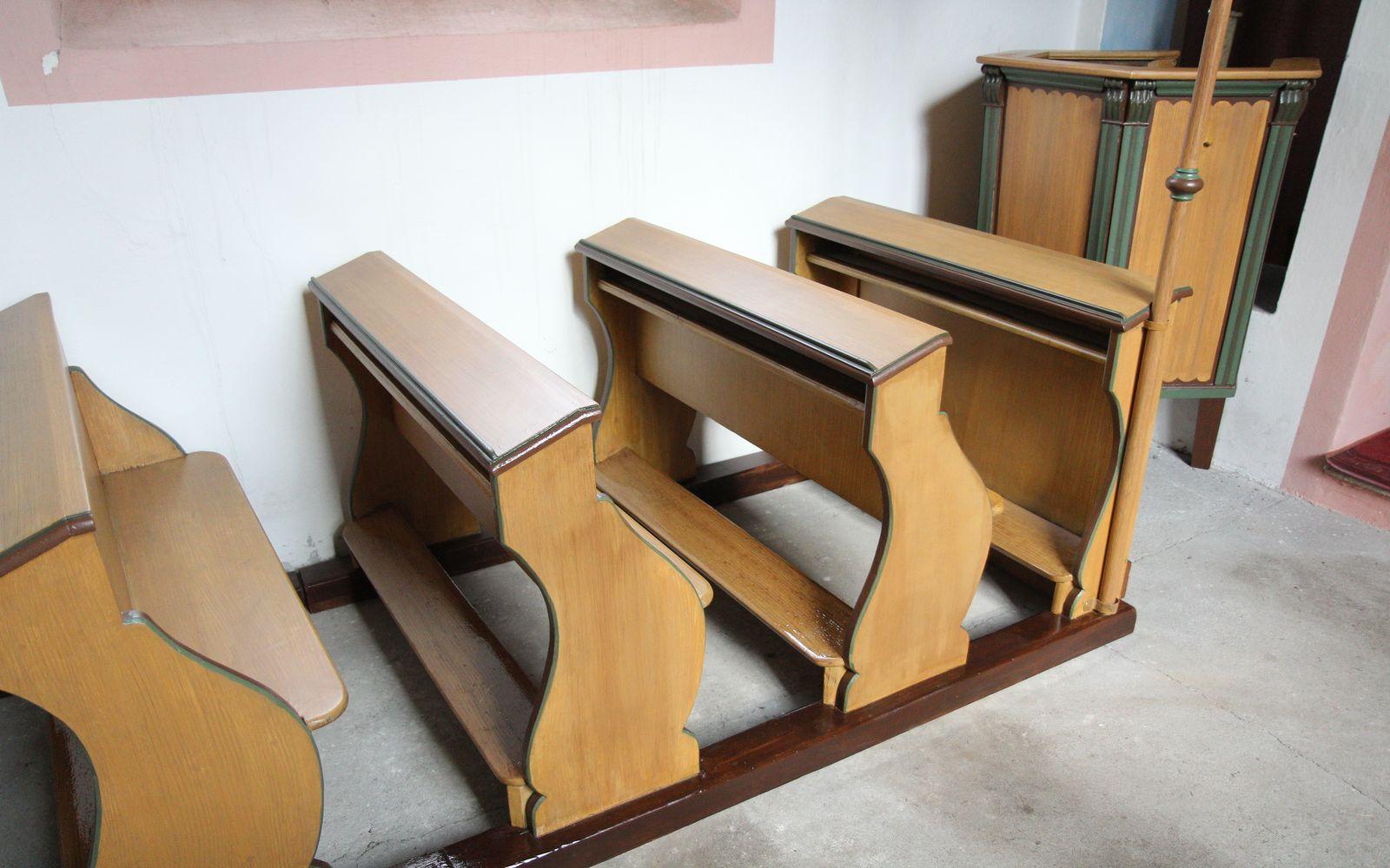 Restaurování fládrovaných kostelních lavic