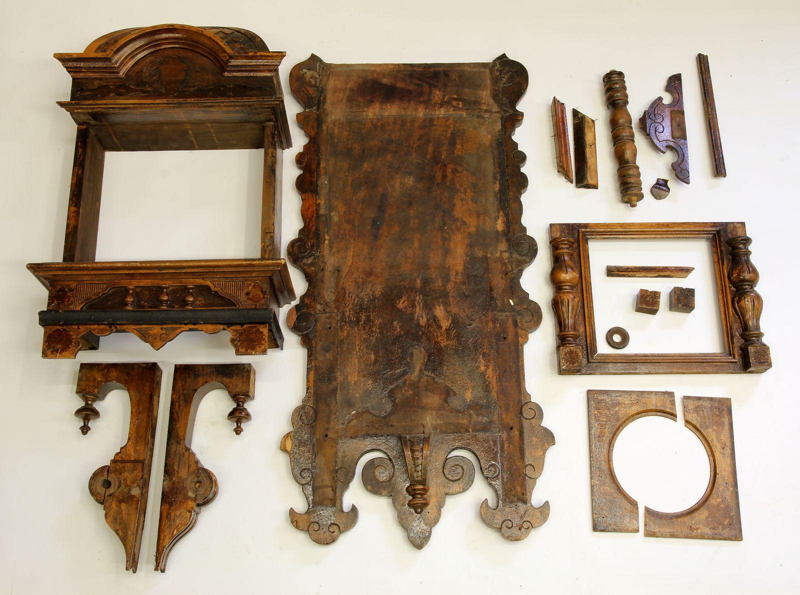 Buková hodinová skříň z 2. pol. 19. století 03